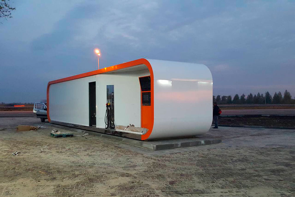 Container gas station robotanks for fuel retail